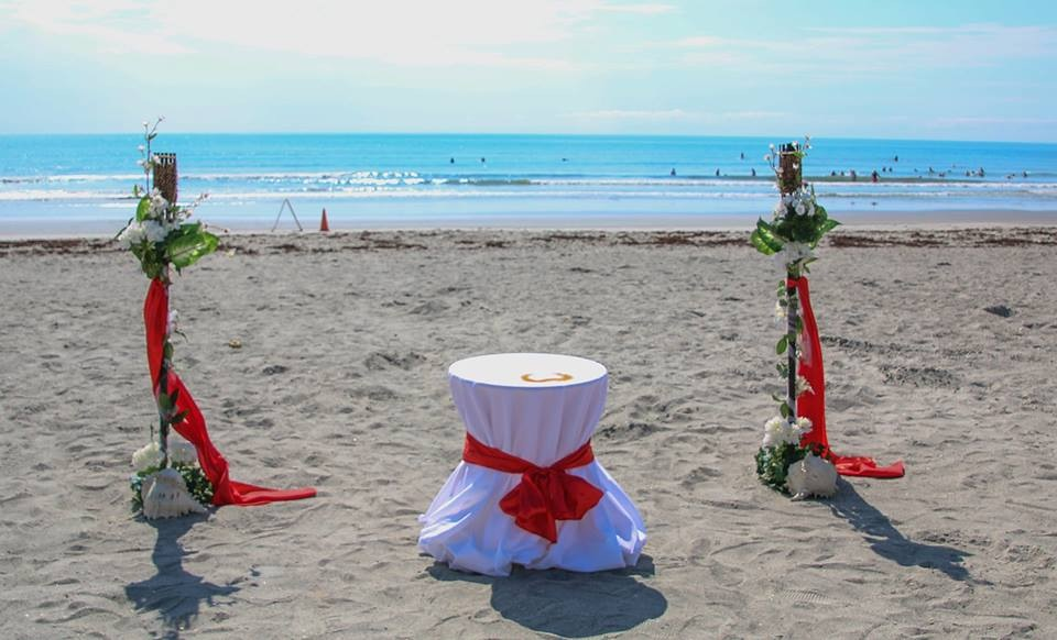 The Basic Cocoa Beach Wedding With Decorated Torches 29999